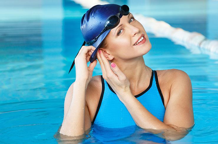 для чего нужна шапочка в бассейне