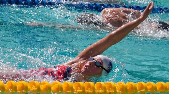 польза плавания на спине